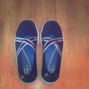 🆕 Easy Spirit Walking Shoes